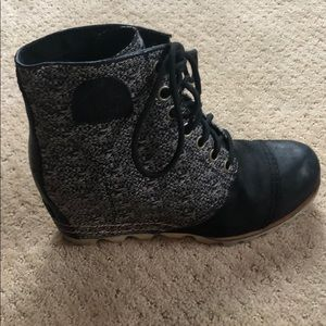 Sorel ankle booties with wedge size 11